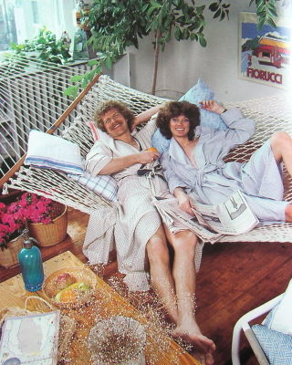 AptBook-HammockCouple
