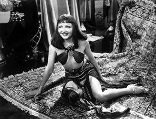 Colbert, Claudette (Cleopatra)_11